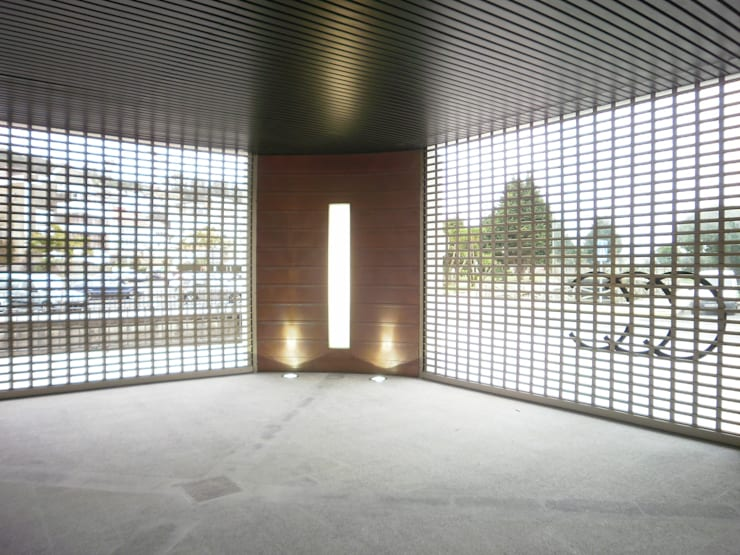 Zaguán: Salones de eventos de estilo  de Arquitectos Fin