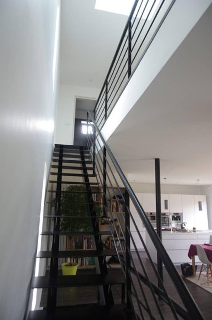 escalier: Maisons de style  par Atelier d'Architecture Marc Lafagne,  architecte dplg