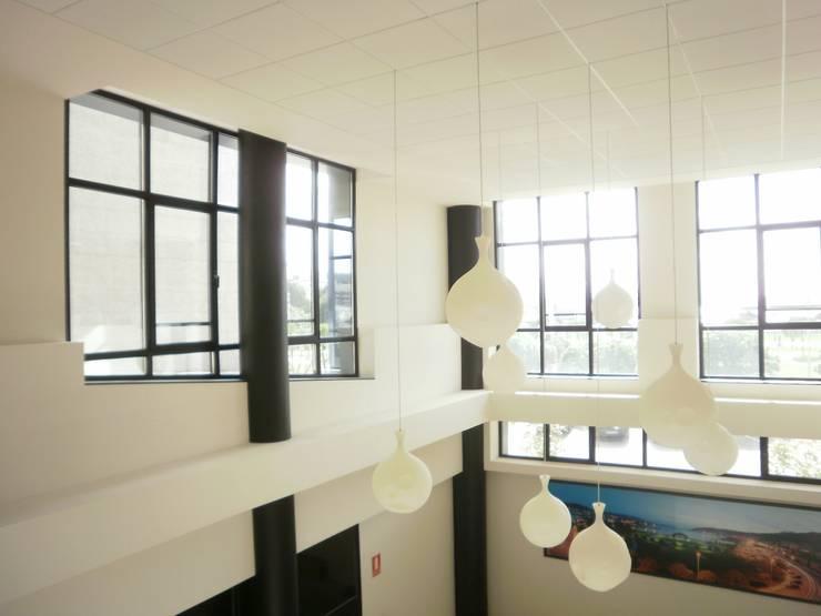 Hall de entrada: Salones de eventos de estilo  de Arquitectos Fin