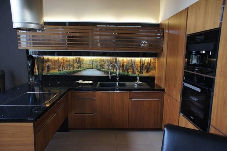 WALL & FLOOR PANELS: Pareti & Pavimenti in stile  di Design Solution Srl