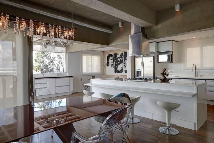 Apartamento Campo Belo – 374m2: Cozinha  por Viviane Dinamarco Design de Interiores