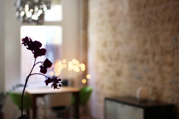 Appartement BRNT: Salle à manger de style  par BIENSÜR Architecture
