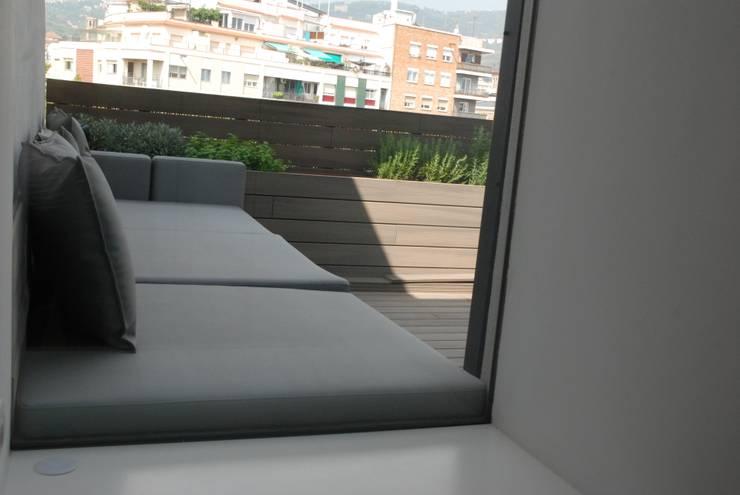 Reforma integral de un ático by marmarcos arquitecta:  de estilo  de Mar Marcos Arquitecta