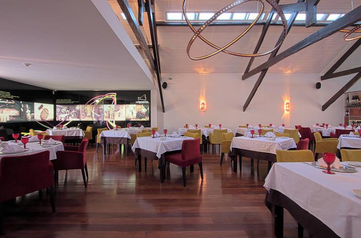 Salpoente - Sala de Restaurante: Espaços de restauração  por GAAPE - ARQUITECTURA, PLANEAMENTO E ENGENHARIA, LDA