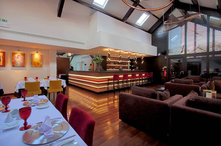 Salpoente - Lounge: Espaços de restauração  por GAAPE - ARQUITECTURA, PLANEAMENTO E ENGENHARIA, LDA