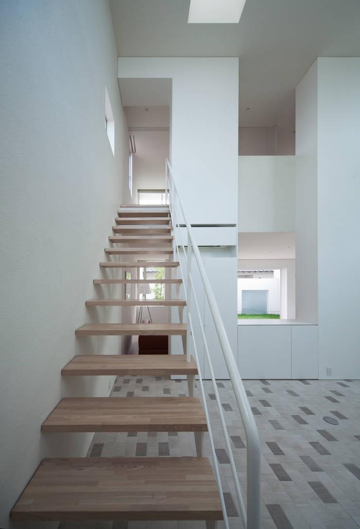 obi house: ソルト建築設計事務所が手掛けた廊下 & 玄関です。,