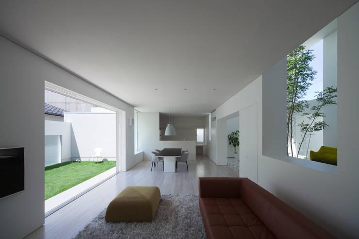 Projekty,  Salon zaprojektowane przez ソルト建築設計事務所