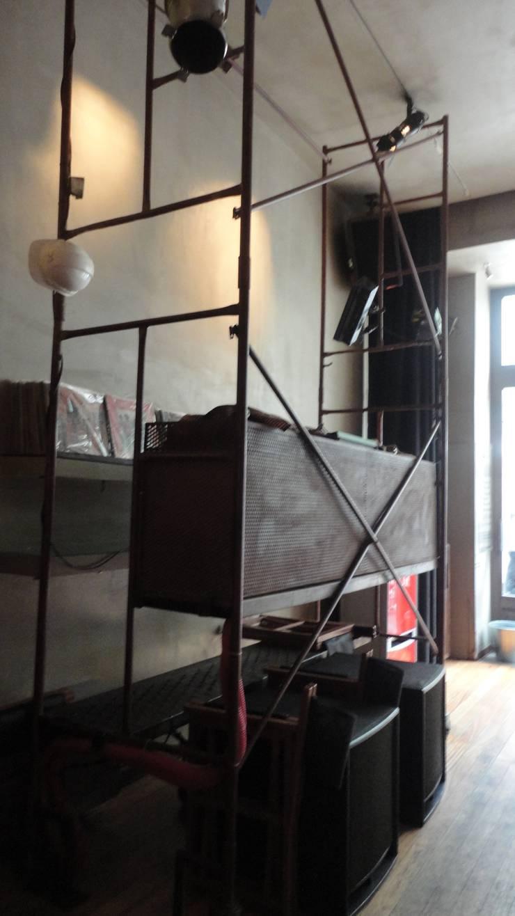 Clube 3C - Clérigus Café Clube: Espaços de restauração  por GAAPE - ARQUITECTURA, PLANEAMENTO E ENGENHARIA, LDA