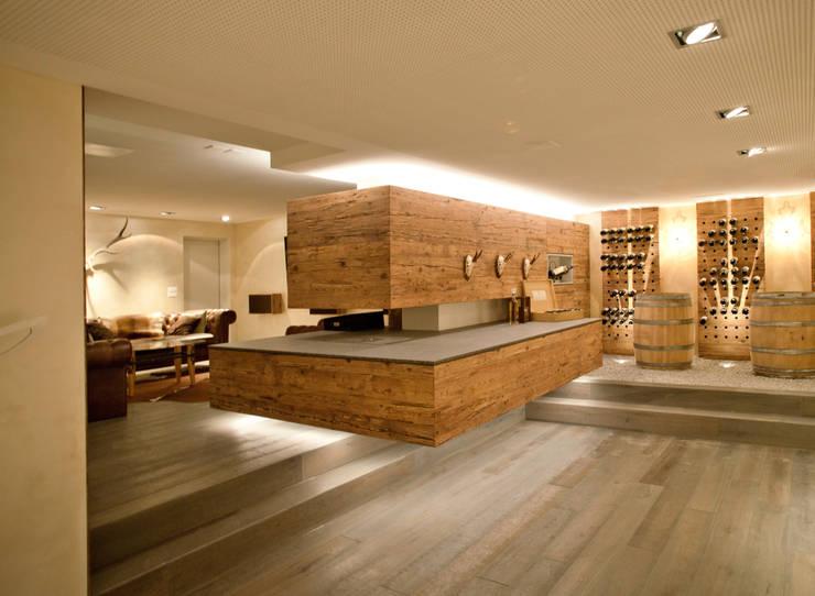 cheminee:  Wohnzimmer von einfall7 GmbH