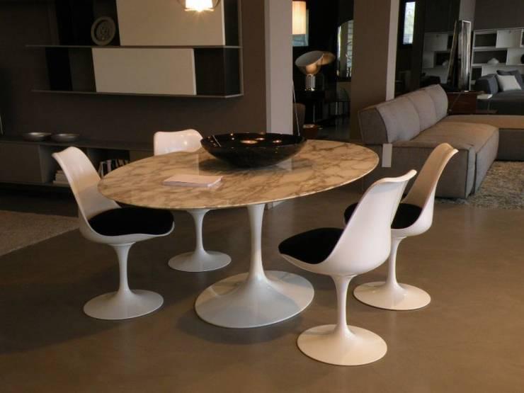Knoll - Saarinen: Sala da pranzo in stile  di Salvioni Spa