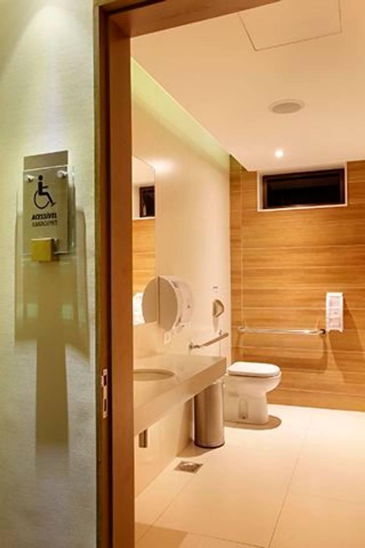 Panamera Bistrô - Banheiros PNE: Espaços gastronômicos  por DG Arquitetura + Design