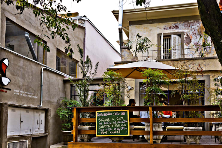 Fachada/Entrada: Espaços gastronômicos  por Enzo Sobocinski Arquitetura & Interiores,Industrial