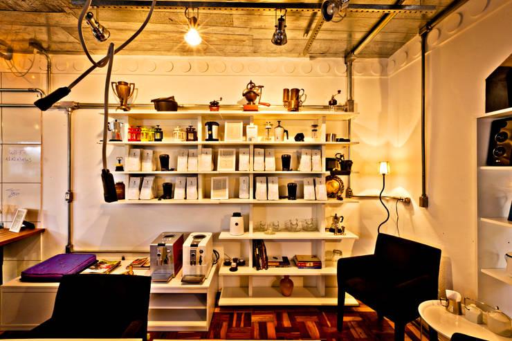 Atendimento/Preparo: Espaços gastronômicos  por Enzo Sobocinski Arquitetura & Interiores,Industrial