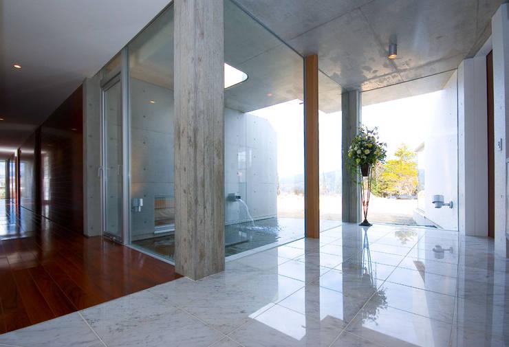 エンオトンススペース: 一級建築士事務所ATELIER-LOCUSが手掛けた廊下 & 玄関です。,モダン