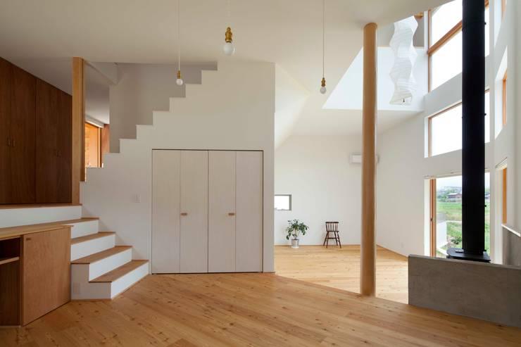はざまの家: 株式会社間宮晨一千デザインスタジオが手掛けた家です。