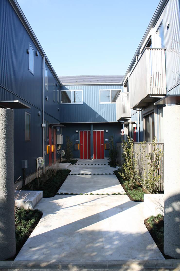 中庭のある集合住宅: 松田建築設計事務所が手掛けたです。