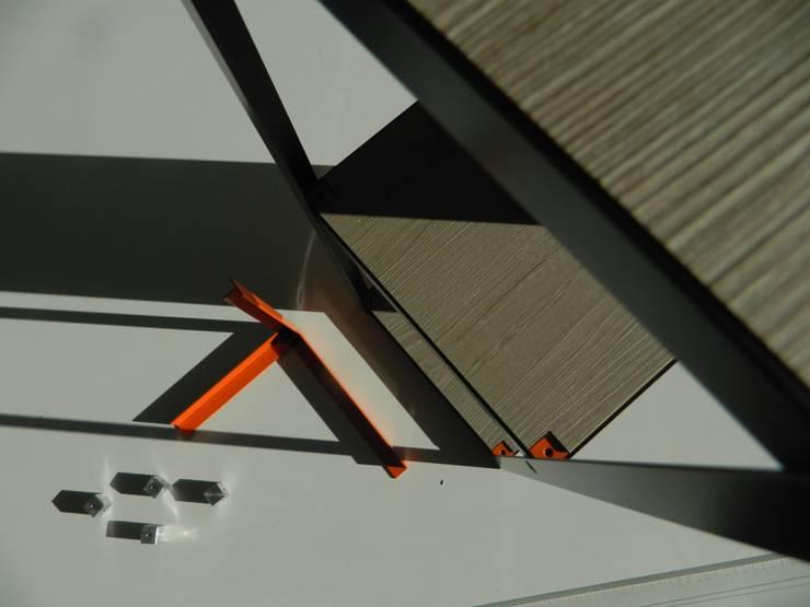 BREVETTI: Casa in stile  di Graphosds