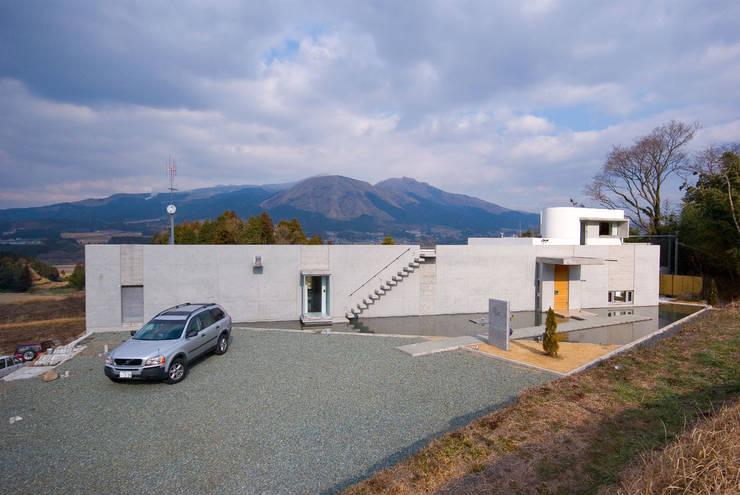外観全景を見る: 一級建築士事務所ATELIER-LOCUSが手掛けた家です。,モダン