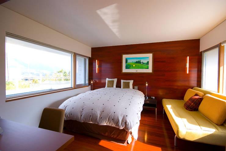 ベッドルーム: 一級建築士事務所ATELIER-LOCUSが手掛けた寝室です。,モダン