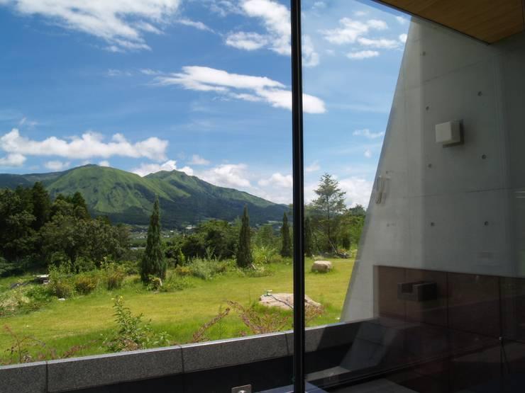 浴室から見える風景: 一級建築士事務所ATELIER-LOCUSが手掛けた浴室です。,モダン