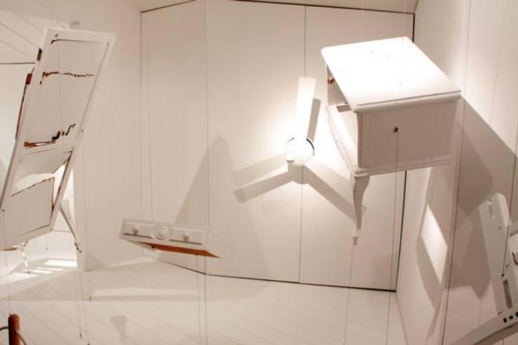 """Diseño cajas escénicas Biosca & Botey """"Blow your mind"""": Espacios comerciales de estilo  de PEANUT DESIGN STUDIO"""