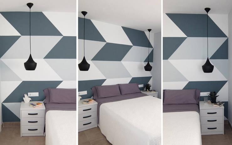 Diseño y reforma integral apartamento dúplex en El Perelló, Valencia: Dormitorios de estilo  de PEANUT DESIGN STUDIO