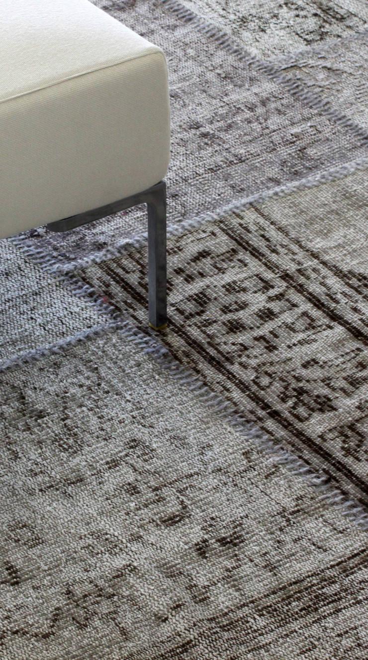 VINTAGE KARMA 6018:  in stile  di sartori-rugs, Moderno