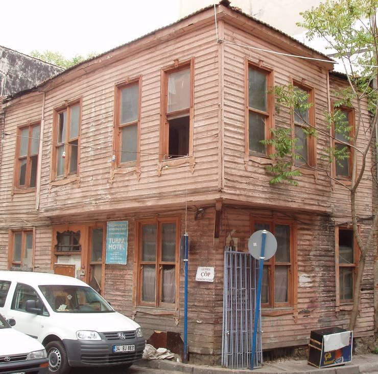 Öztek Mimarlık Restorasyon İnşaat Mühendislik – KADIKÖY KIYMAZ EVLERİ :  tarz , Rustik