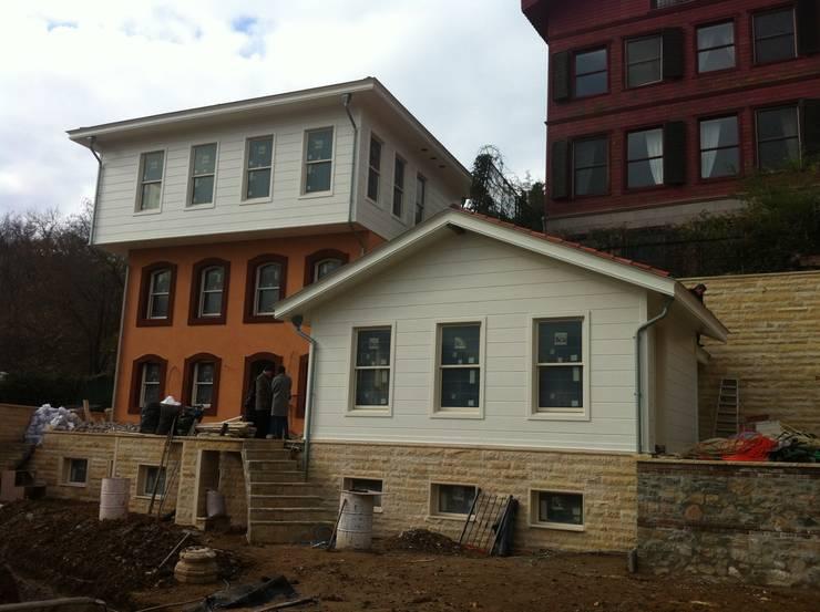 Öztek Mimarlık Restorasyon İnşaat Mühendislik – Göker Evi Rumelihisarı:  tarz Evler,