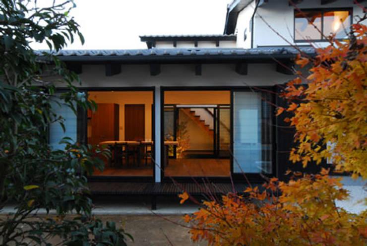 加良部の家: 高松設計事務所が手掛けた家です。,クラシック