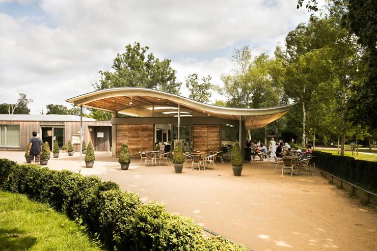 The Pheasantry, Bushy Park :   by Mizzi