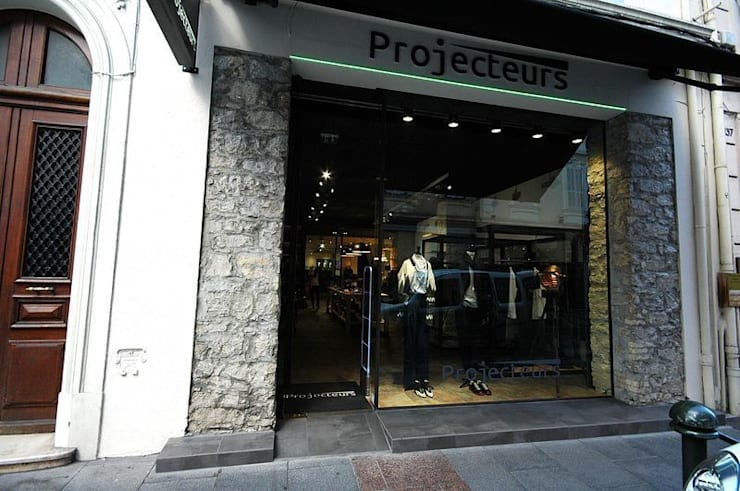 PROJECTEURS CONCEPT STORE: Locaux commerciaux & Magasins de style  par eurl patrick-colin MARTIN