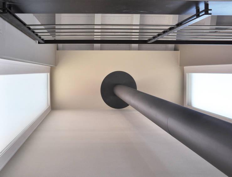 CASA B: Soggiorno in stile  di ARCHITETTO Ingrid Fontanili