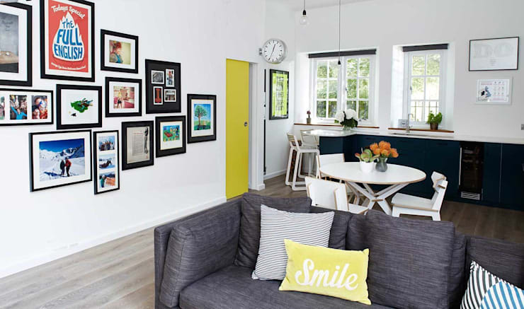 bright & airy flat : hoxton:  Living room by Cassidy Hughes Interior Design