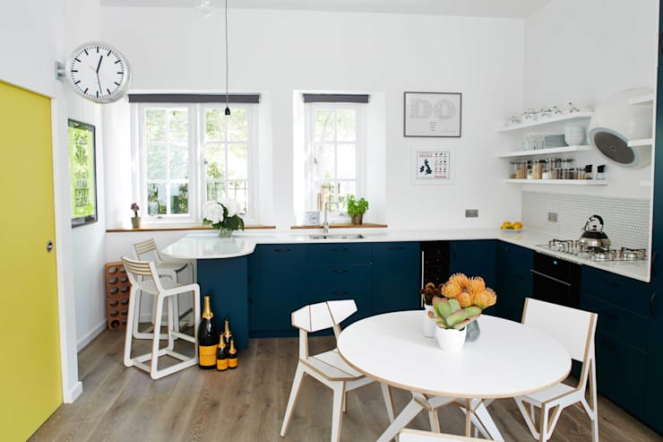 bright & airy flat : hoxton:  Kitchen by Cassidy Hughes Interior Design