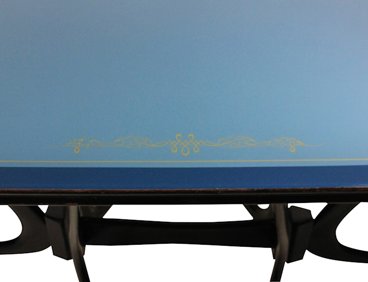 A 50's Italian Sculptural Dining Table:  Living room by Antiques, Lighting and The Interior