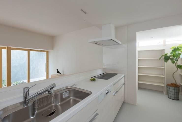 Kusatsu House: ALTS DESIGN OFFICEが手掛けたキッチンです。