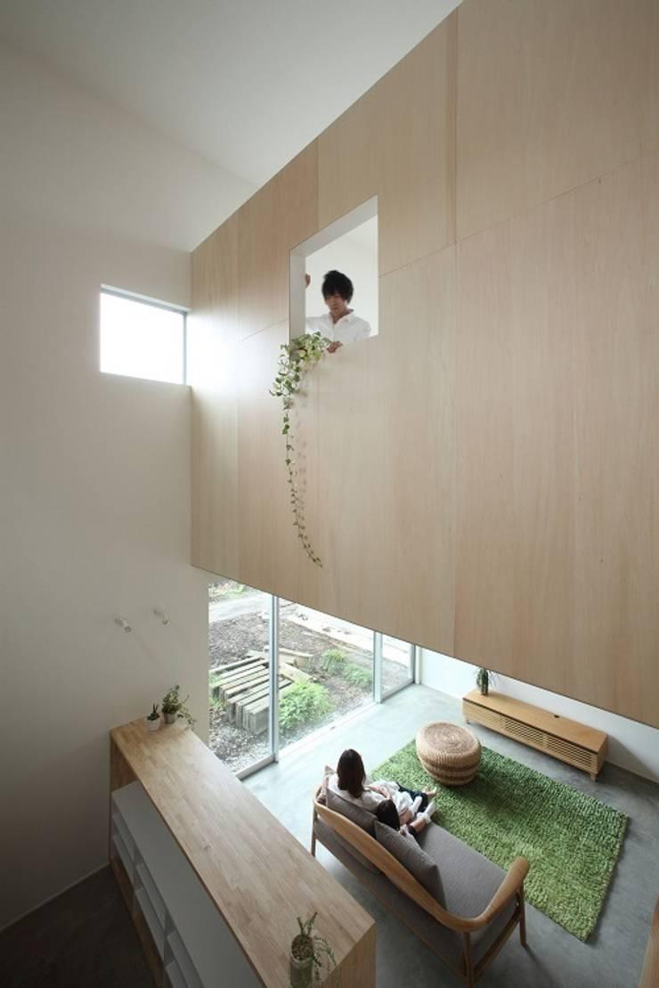 Azuchi House: ALTS DESIGN OFFICEが手掛けたリビングです。,モダン