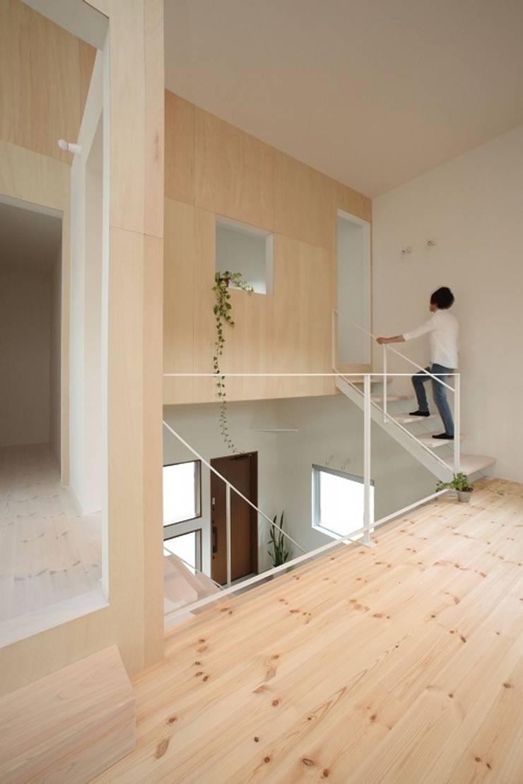Azuchi House: ALTS DESIGN OFFICEが手掛けた廊下 & 玄関です。,モダン