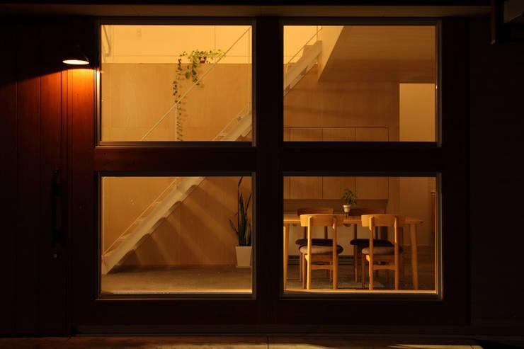 Azuchi House: ALTS DESIGN OFFICEが手掛けた窓です。,モダン