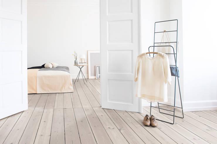 The FRISBEE line: skandinavische Wohnzimmer von Herman Cph