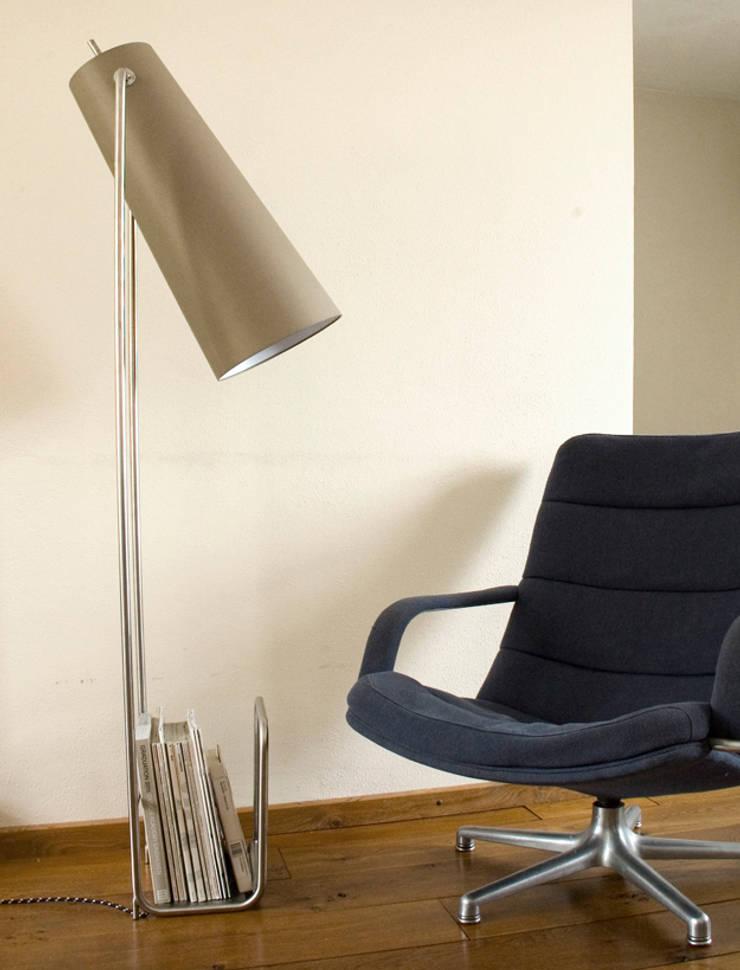 Lectuurlamp: moderne Woonkamer door Studio Divers*