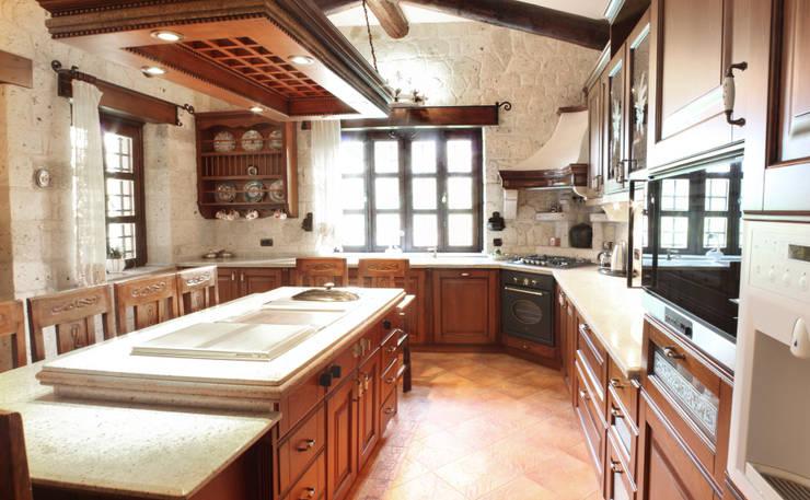 As Tasarım - Mimarlık – Ş.E. ÖZTÜRKERİ ÇEŞME VİLLASI: rustik tarz tarz Mutfak