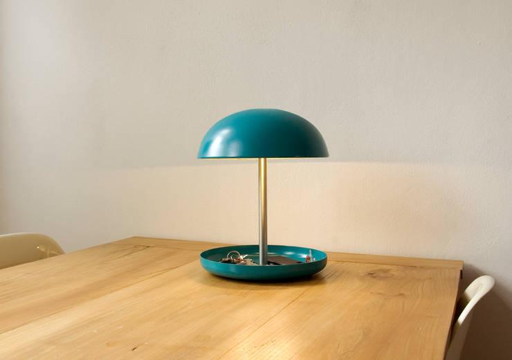 Bowllamp:  Woonkamer door Studio Divers*,