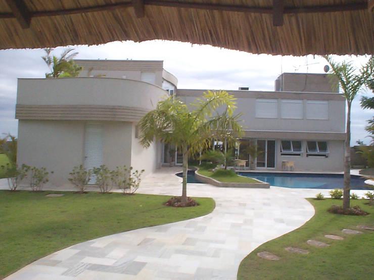 RESIDÊNCIA DR. OGARI CASTRO PACHECO: Casa  por ARX ARQUITETURA E URBANISMO,