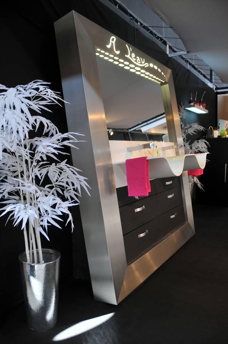 photo salle de bain: Salle de bain de style  par Cuisines Monier