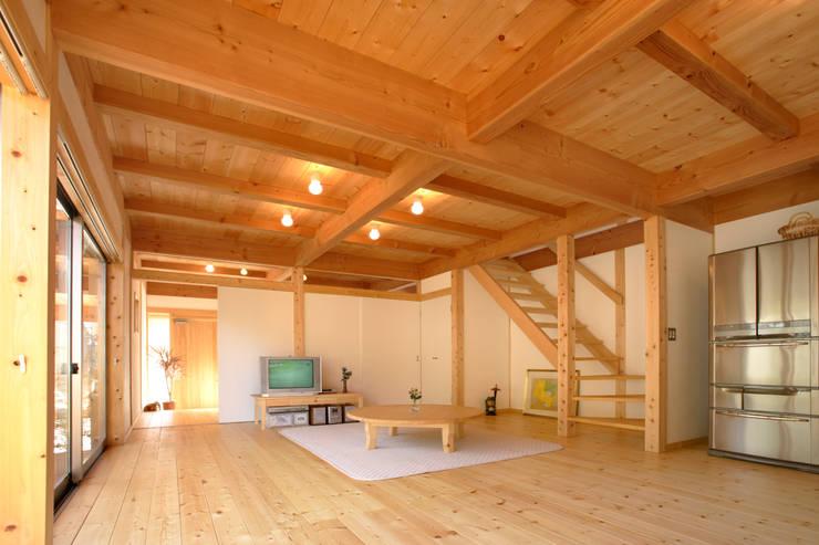 LDK: 三宅和彦/ミヤケ設計事務所が手掛けたリビングです。,