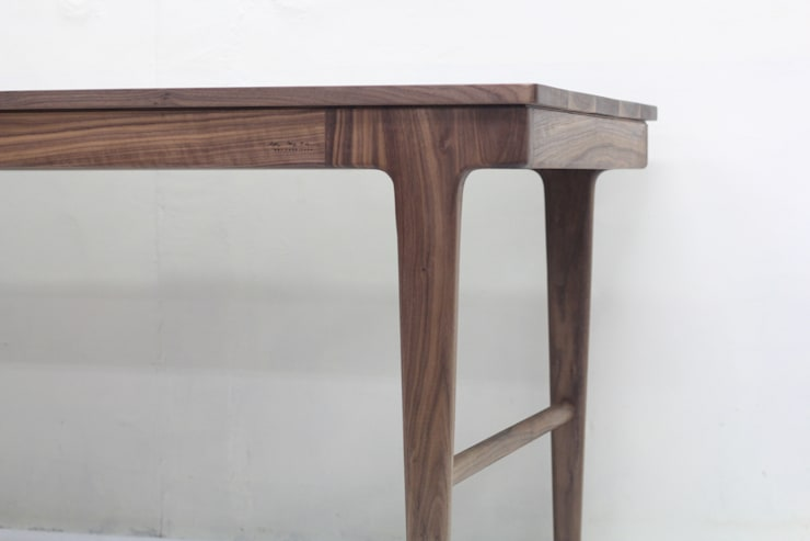 Walnut Table: SON그릇공방의  거실