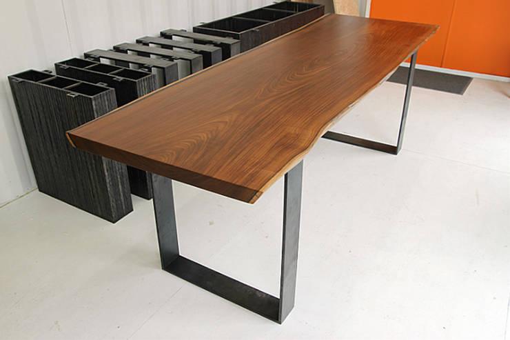통나무테이블: 가구를 작곡하다의  주방
