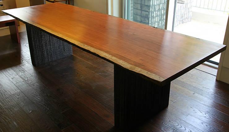 통원목테이블: 가구를 작곡하다의  주방